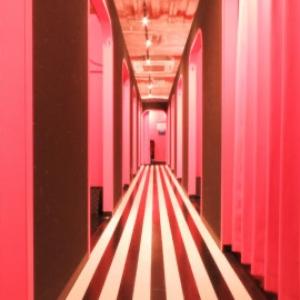店内はホワイトとピンクとブラックを基調にしたオシャレな空間で、女性に圧倒的な指示を受けています♪